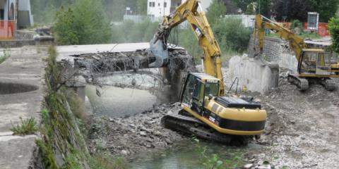 Demolizione di un ponte a Paluzza