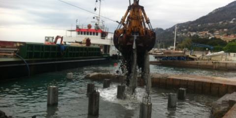pulizia area da motopontone Trieste